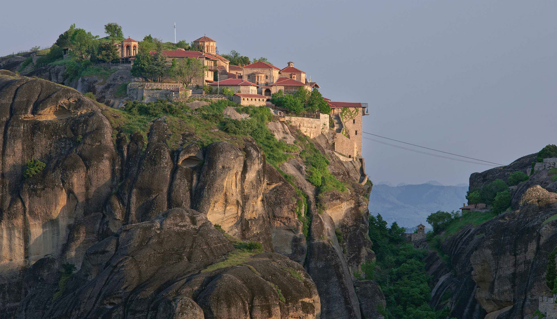 <h2>Guided tour at Meteora ...</h2>