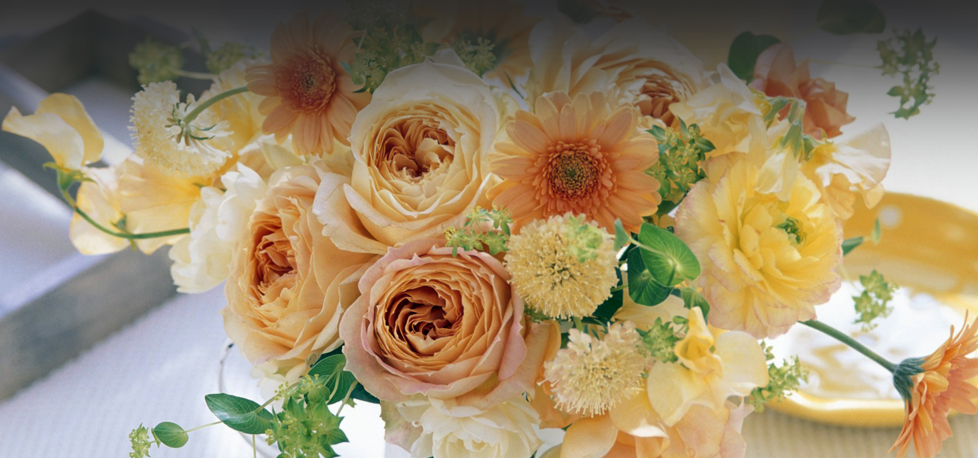 <h2>Happy Wedding</h2><p>Florist Artist</p>